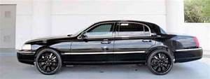 Lincoln Town Car 2008, In good shape fully loaded signature limited