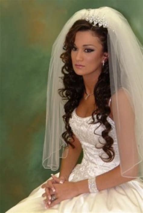 wedding hairstyles with veil : Woman Fashion