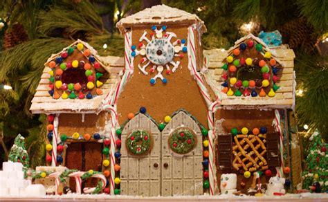 gingerbreadhousewithdoubledoors  discovery center