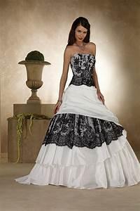 Schwarz Weiß Hochzeitskleid : ausgefallene brautkleider f r eine einzigartige hochzeit ~ Frokenaadalensverden.com Haus und Dekorationen