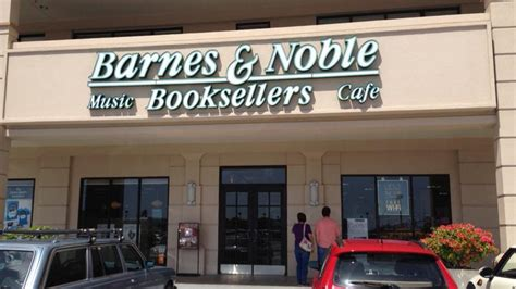Barnes & Noble Opening New Book Store At Maui Marketplace