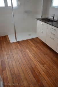 sol de salle de bain en teck peinture faience salle de bain