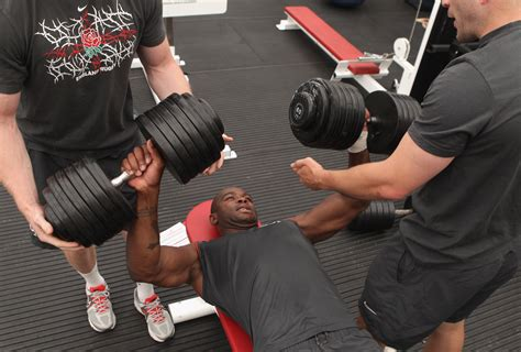Starting Weight Bench Press by What Are Dumbbell Weights To Start Bench Pressing