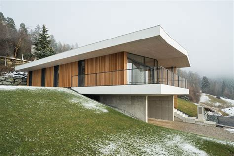 Holzhaus Am Hang by Holzhaus Am Hang Architektenh User Modernes Ferienhaus
