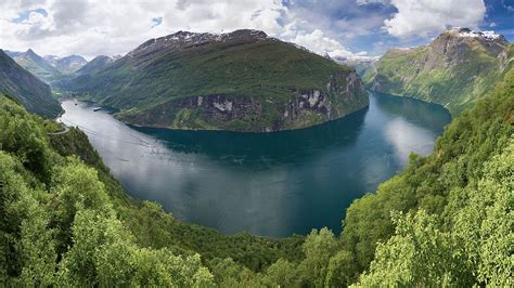 Filegeirangerfjord From Ørnesvingen 2013 June