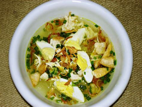 Turmeric is added as one of its main ingredients which makes the yellow chicken broth. Resep Cara Membuat Soto Ayam Betawi Asli Enak