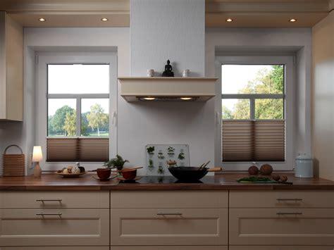 Dekorativ Und Praktisch Plissees Und Rollos Fuer Dachfenster by Faltrollo Kaufen Rollomeister De