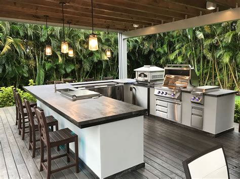 custom outdoor kitchen  luxapatio south