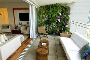 balkon ideen balkonpflanyen wand balkonmabel holztisch With balkon ideen geländer