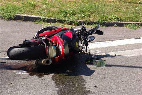 Caduta multipla durante le qualifiche della moto3, valide per il gp d'italia di motociclismo, lo svizzero resta a terra: OK!Mugello: Muore in moto sul Passo della Raticosa. Incidente domenica mattina