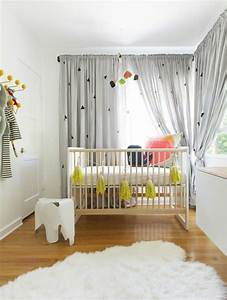 idees en 50 photos pour choisir les rideaux enfants With tapis chambre bébé avec tissus fleuris pour double rideaux