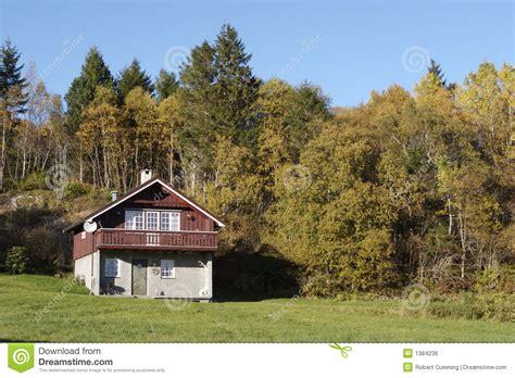 maison de montagne photos libres de droits image 1384238