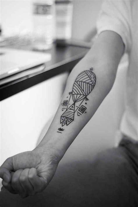 Tatouage Bras Homme Simple