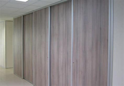 porte de bureau en verre placard coulissant avec aménagement intérieur 5 vantaux