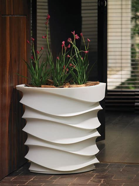 Contemporary Outdoor Planters And Pots   inseltage.info