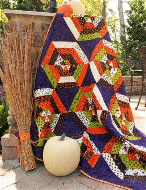 halloween quilt patterns  ideas   wicked holiday favequiltscom
