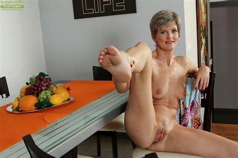 Voluptuous Mature Whore Melanie Seeks Her Sexual Satisfaction