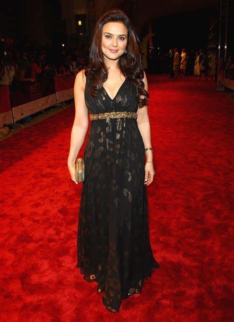 Preity Zinta Black Dress at Award Show - SheClick.com