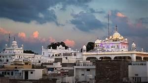 The Anandpur Sahib Gurudwara : Hola Mohalla Sikh Festival ...