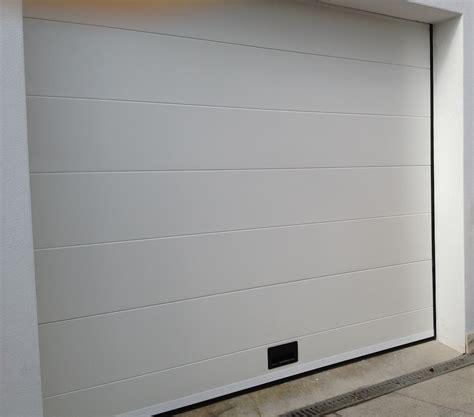 porte de garage sectionnelle sur mesure nao fermetures