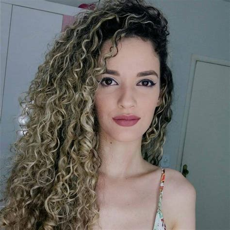 30 Cool Spiral Perm Ideas: Creating a Strong Curly