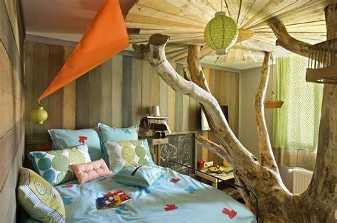 chambre dans un arbre pièce à conviction des lits cabanes