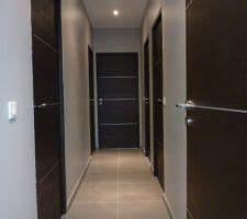 photos et idees degagement couloir mur peinture 730 photos With quelle couleur peindre un couloir 2 un couloir noir par a part ca
