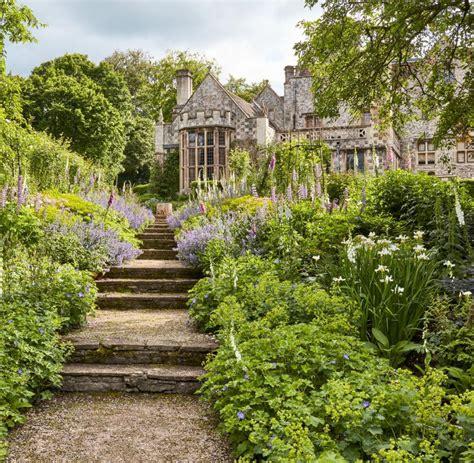 Der Garten by Anwesen In Wiltshire Seinen Rasenirrgarten Liebt Sting