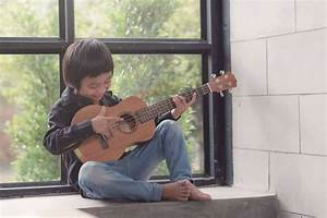 How To Play Ukulele For Beginners  4 Easy Ways  In 5 Minutes