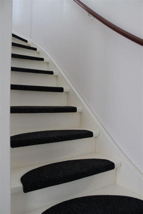 zelf trap bekleden met marmoleum witte trap met halve maantjes msnoel
