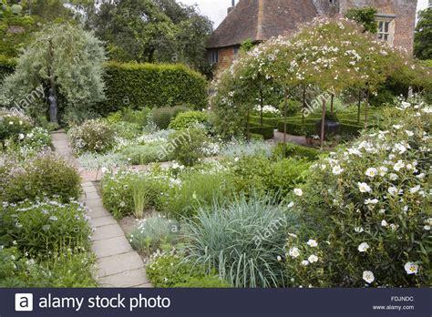 Der Weiße Garten Im Juni Auf Sissinghurst Castle Garden