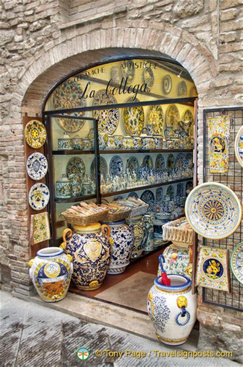 pottery shop in san gimignano tuscany italy pixdaus la bottega a ceramic craftshop