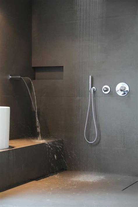 la salle de bain avec douche italienne