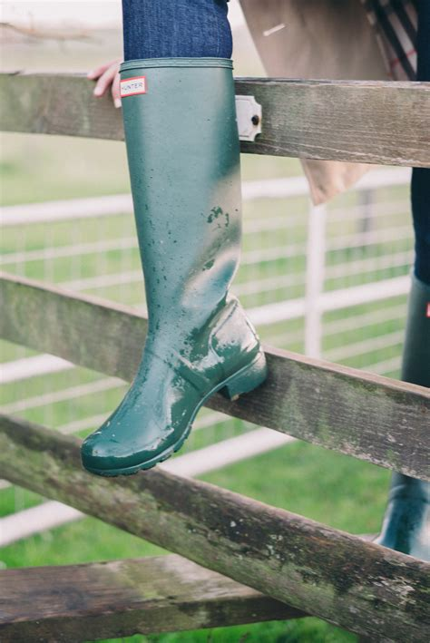 ways  wear hunter boots gal meets glam