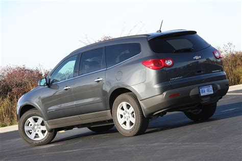 review  chevy traverse lt photo gallery autoblog