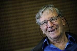 Morto Amos Oz, addio a 79 anni al celebre scrittore israeliano