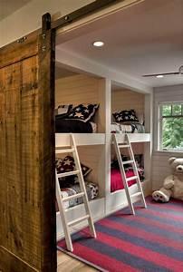Deco Chambre Bois : la porte de grange s 39 invite dans la chambre enfant ~ Melissatoandfro.com Idées de Décoration