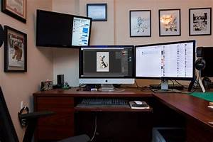 The Office  Mac And Iphone Setup Of Cartoonist Aaron Riddle
