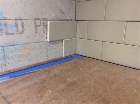 Tiling Inside Corners Backsplash by Proper Way To Quot Fold Quot An Inside Corner On Subway Backsplash