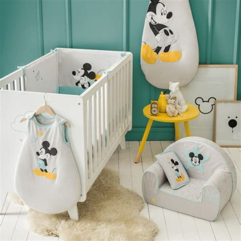chambre bebe mickey fauteuil chambre bébé mickey my de babycalin
