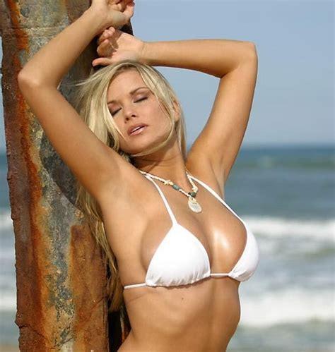 Welcome to Babe Info: Profile: Kara Monaco