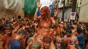 Thousands Flock To Spain For Huge Tomato Fight Youtube