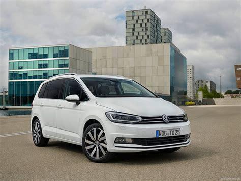Смотри! Volkswagen Cross Touran 2018  фото, видео