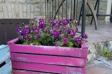 fiori di legno fai da te fioriere fai da te per balconi foto nanopress donna