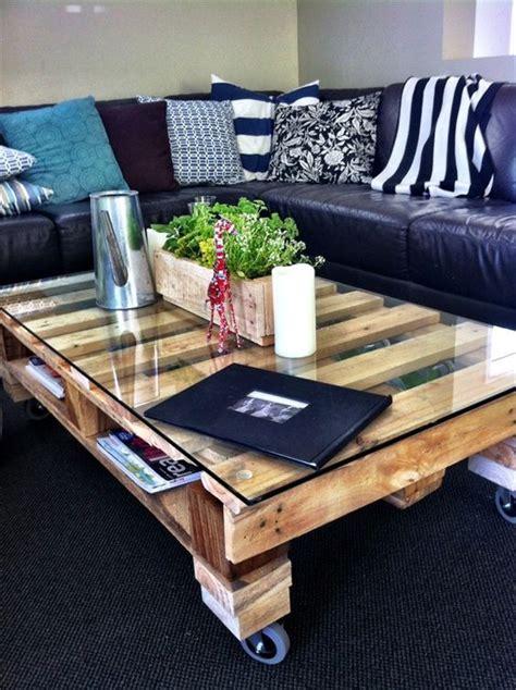 canapé en bois de palette les 25 meilleures idées de la catégorie canapé palette sur