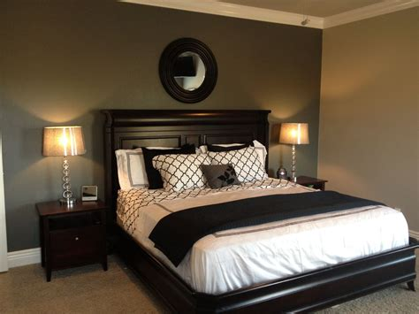 grey accent wall  black  white bedding lamps