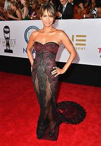 Halle Berry in Reem Acra at NAACP Image Awards | PEOPLE.com