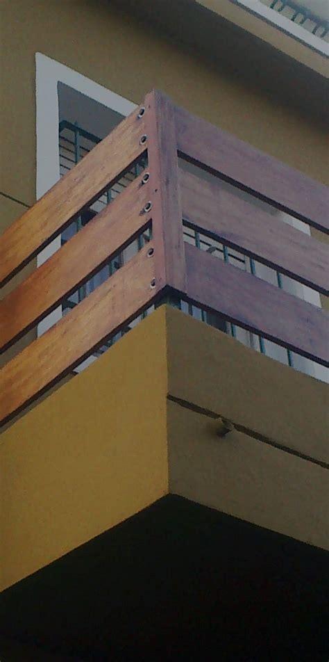 Baranda de madera en balcón Baranda madera Barandas