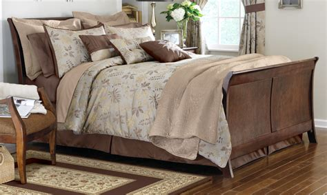 luxurious woodland comforter set w fall leaf design