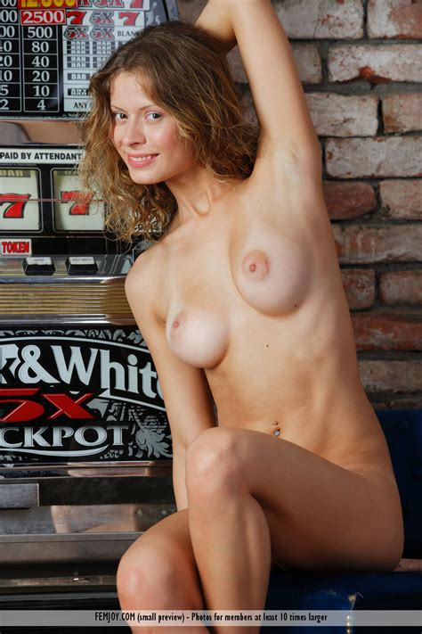 Anne P Nude In Spontaneous At Femjoy Hunter